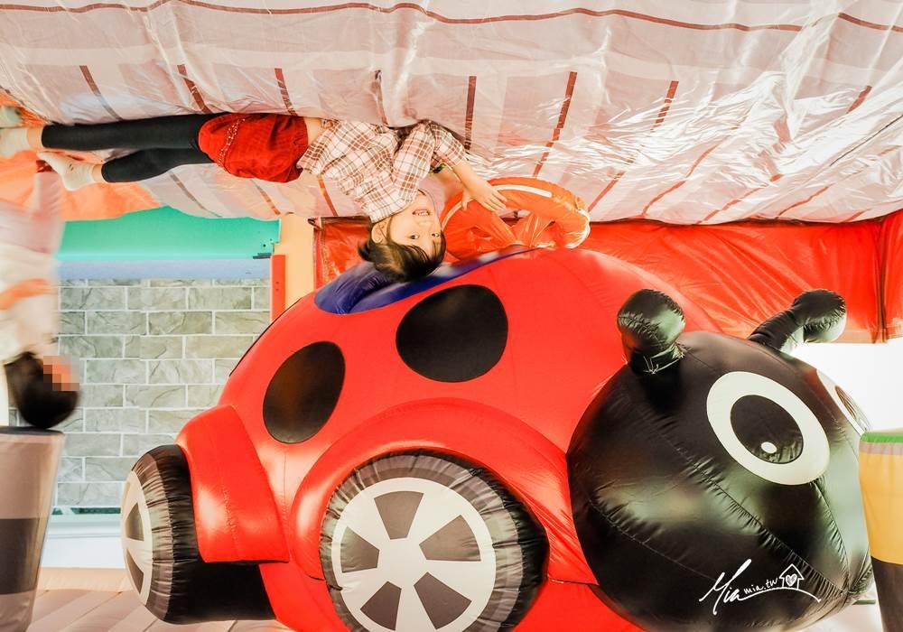 小火車顛倒屋2.0特展 台中展覽 連假親子出遊景點推薦 顛倒屋 反轉世界 台中文創園區 國際展演館 氣墊溜滑梯 早鳥票 寬宏售票 台中親子半日遊 藝術體能音樂玩樂 球池 免費 妙妙屋 妙麻 親子景點 連假出遊 春節景點 台中活動 不限年齡 台中哪裡好玩 台中親子必玩 台中溜小孩景點 台中放風景點 小火車特展 火車迷 停車